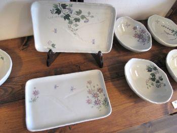 風花の草花柄四方皿と楕円中鉢