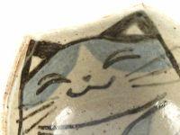 【写真】風花の猫スープ・カップ(赤土)の顔部分の拡大写真