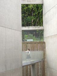 陶板名画の庭の滝-a