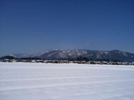 「雪の深清水」